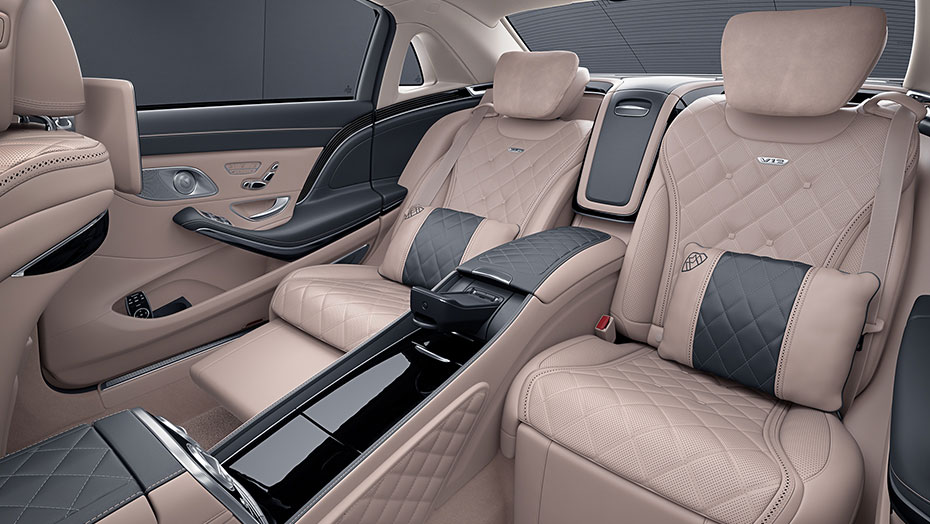 Two-place rear seating with centre console