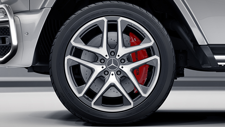 21-inch AMG twin 5-spoke wheels