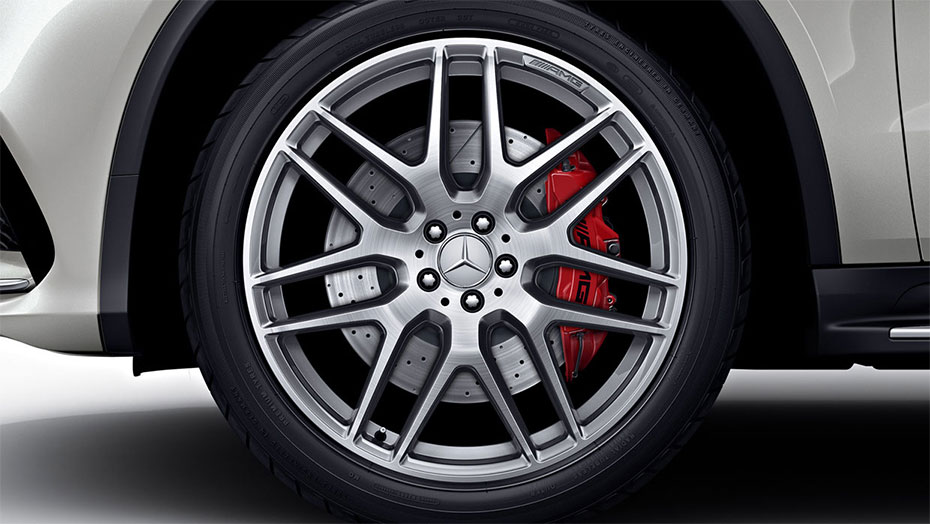 22-inch AMG cross-spoke wheels