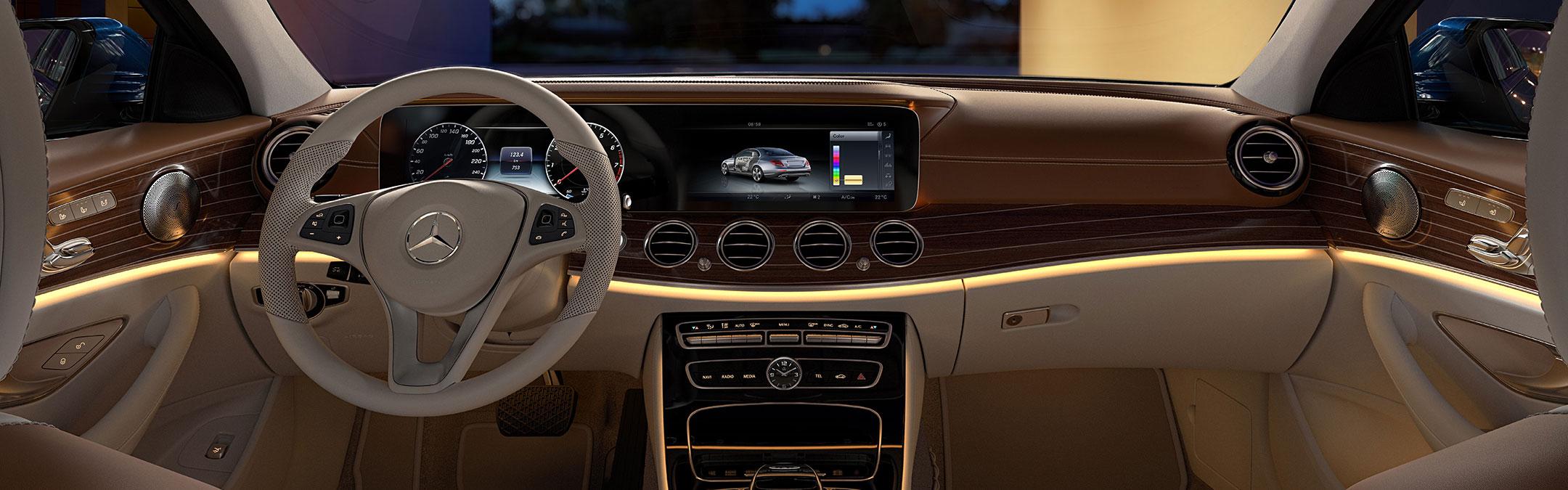 Mercedes-Benz E-Class: Roadside Assistance button